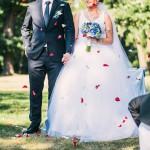 modrá svatební kytice korsáž